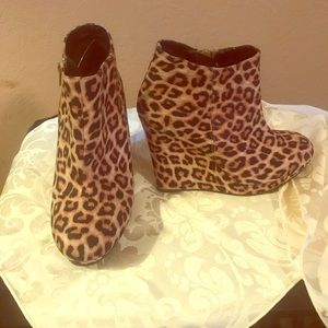 Cupid brand leopard wedge size 8.5